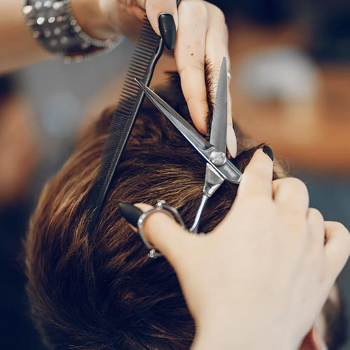 A Barbearia Carbella, investe nos melhores profissionais para te oferecer atendimento que preza pela excelência na qualidade dos serviços e produtos.Pois sabemos que os homens estão cada vez mais preocupados com estética.